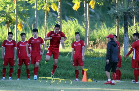 Đội tuyển trên sân tập chiều 29-11. Ảnh: ANH KHOA