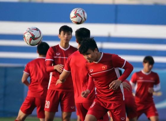 Đội tuyển Việt Nam tập buổi đầu tiên tại Dubai ảnh 4