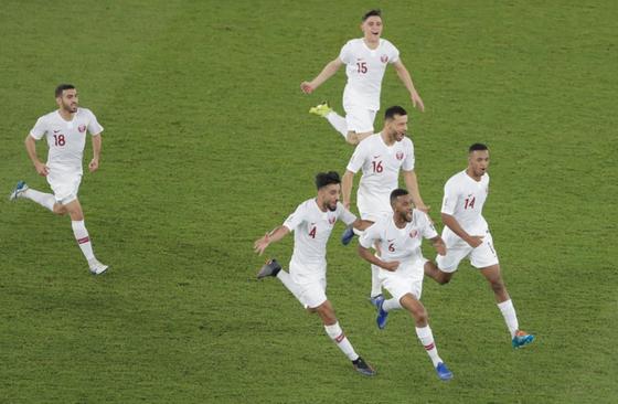 Qatar bất ngờ đánh bại Hàn Quốc để lấy vé vào Bán kết