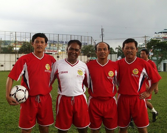 HLV Nguyễn Kim Hằng (bìa phải) tại lớp học HLV AFC. Ảnh: QUỐC CƯỜNG