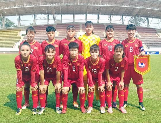 Đội hình xuất phát của đội U16 nữ Việt Nam. Ảnh: Đoàn Nhật