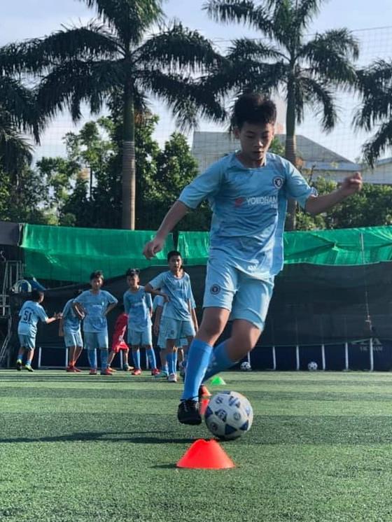 Cô gái Vàng đi gieo mầm tương lai của bóng đá Hà Nam ảnh 1