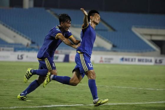 Văn Thuận lập công trong chiến thắng ở vòng 10 của Bình Định trên sân khách. Ảnh: MINH HOÀNG
