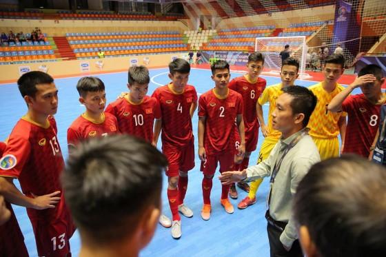Thua Indonesia 5-7, U20 futsal Việt Nam dừng bước ở tứ kết  ảnh 1