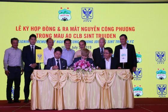 Công Phượng lập kỷ lục xuất ngoại thi đấu của bóng đá Việt ảnh 1