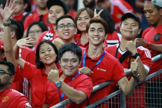 """Khán giả Việt """"tiếp lửa"""" giúp MU đánh bại Inter Milan tại Singapore ảnh 2"""