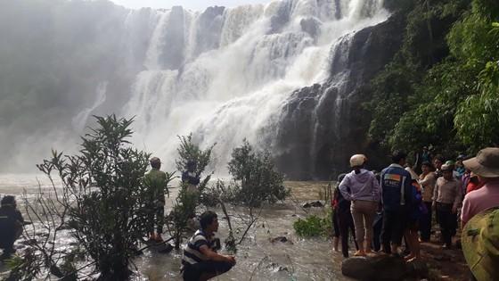 Gia Lai: Tìm thấy thi thể 3 thanh niên mất tích ở thác nước ảnh 1
