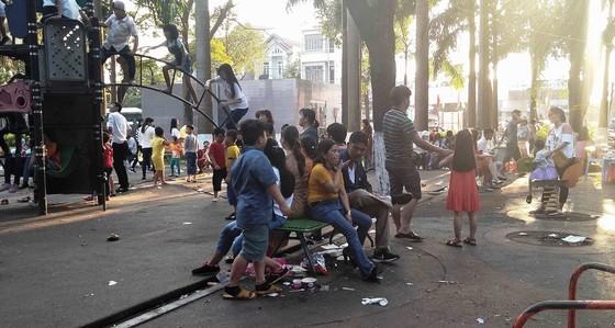Đà Nẵng: Công viên 29 tháng 3 ngập rác sau tết ảnh 2