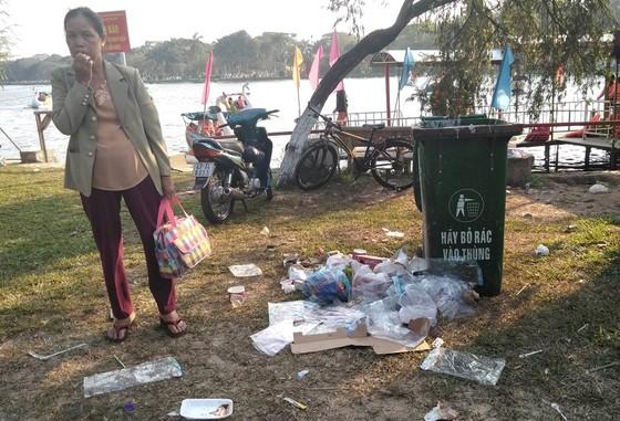 Đà Nẵng: Công viên 29 tháng 3 ngập rác sau tết ảnh 10