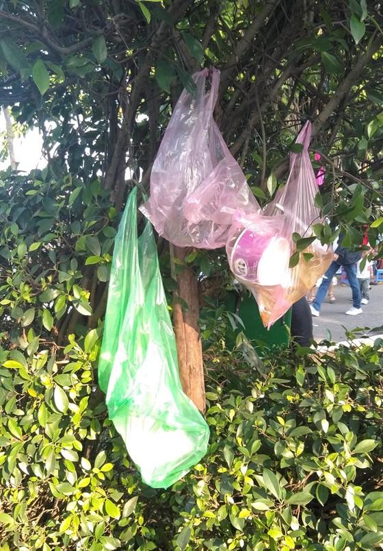 Đà Nẵng: Công viên 29 tháng 3 ngập rác sau tết ảnh 6