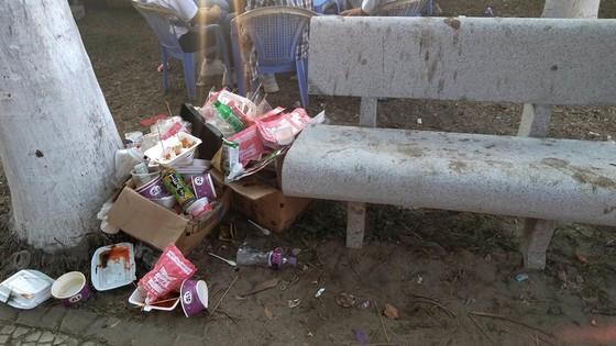 Đà Nẵng: Công viên 29 tháng 3 ngập rác sau tết ảnh 3