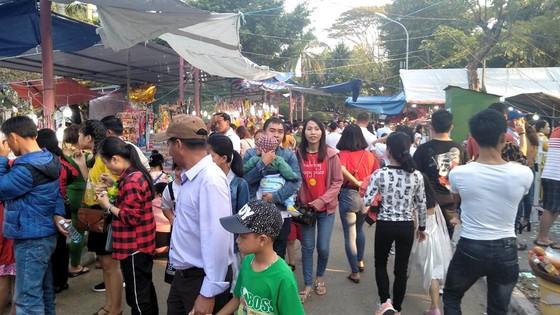 Đà Nẵng: Công viên 29 tháng 3 ngập rác sau tết ảnh 1