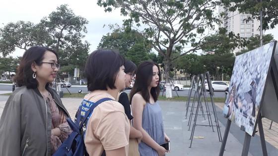 Đà Nẵng: Triển lãm ảnh gây quỹ cho bệnh nhân ung thư ảnh 1