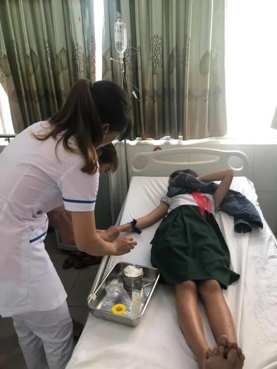 16 học sinh tiểu học nhập viện cấp cứu nghi do ngộ độc trà sữa ảnh 1