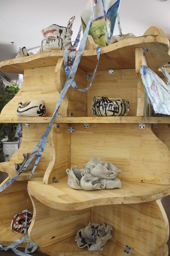 """Đà Nẵng: 35 tác phẩm trưng bày tại triển lãm """"Chiếc cầu – Bridge"""" ảnh 1"""