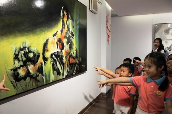 """Đà Nẵng: 35 tác phẩm trưng bày tại triển lãm """"Chiếc cầu – Bridge"""" ảnh 2"""