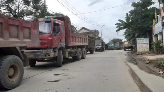 Người dân Đà Nẵng chặn xe để phản đối việc gây ô nhiễm ảnh 1