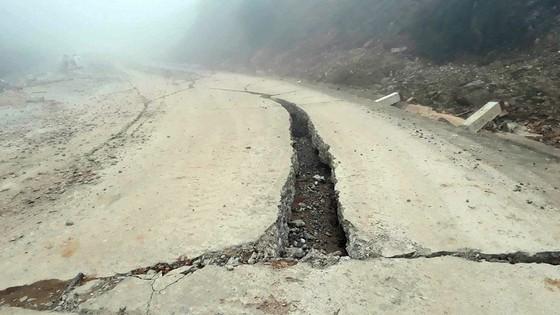 Đoạn đường gần 750 tỷ đồng tan nát sau 1 năm 3 tháng thông tuyến ảnh 4