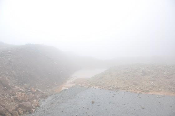 Đường tránh đèo Măng Rơi bị sạt lở nặng  ảnh 1