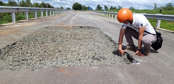 """Sửa chữa con đường gần trăm tỷ nát bét """"gây dư luận không tốt"""" ảnh 10"""