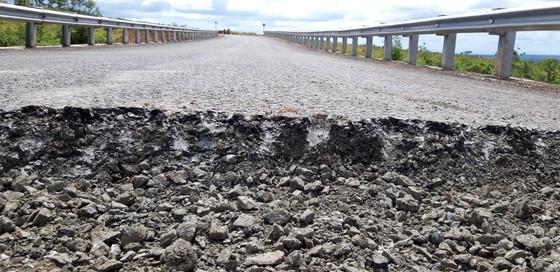 """Sửa chữa con đường gần trăm tỷ nát bét """"gây dư luận không tốt"""" ảnh 11"""