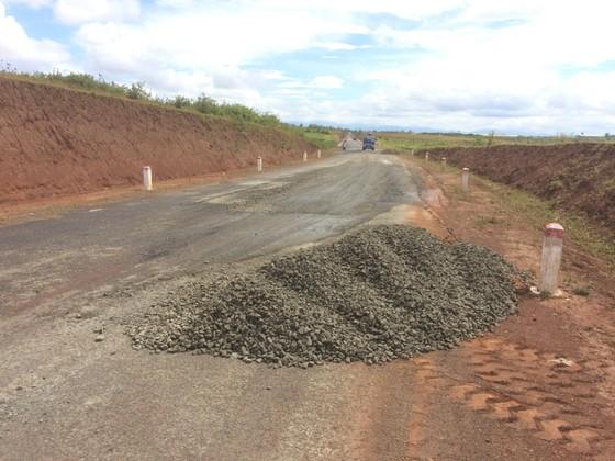 """Sửa chữa con đường gần trăm tỷ nát bét """"gây dư luận không tốt"""" ảnh 5"""