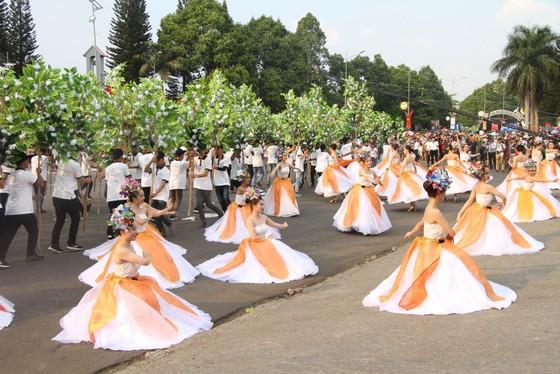 Hàng ngàn người tham dự Lễ hội đường phố ở Buôn Ma Thuột ảnh 7