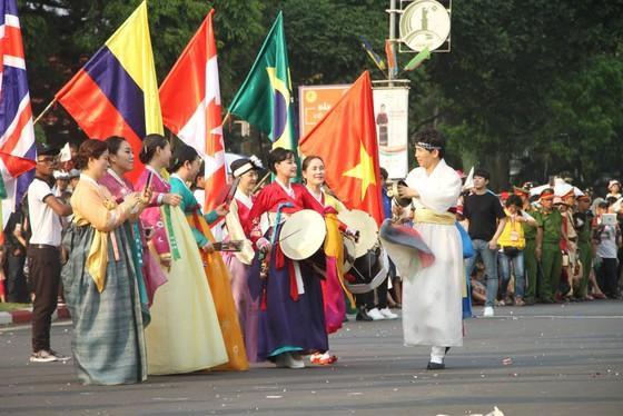 Hàng ngàn người tham dự Lễ hội đường phố ở Buôn Ma Thuột ảnh 8