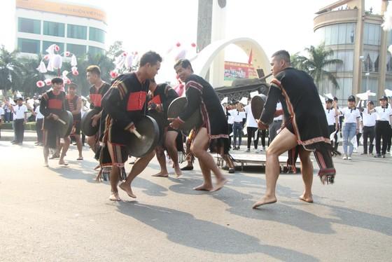 Hàng ngàn người tham dự Lễ hội đường phố ở Buôn Ma Thuột ảnh 3