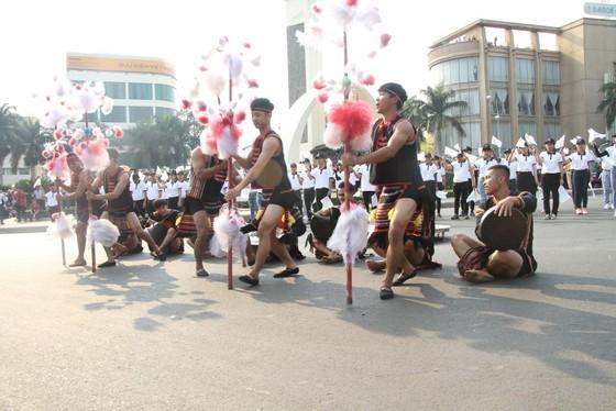 Hàng ngàn người tham dự Lễ hội đường phố ở Buôn Ma Thuột ảnh 4