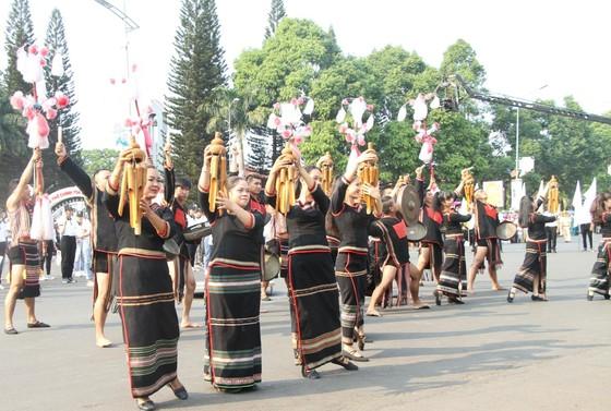 Hàng ngàn người tham dự Lễ hội đường phố ở Buôn Ma Thuột ảnh 5