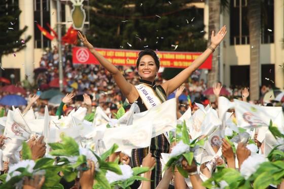 Hàng ngàn người tham dự Lễ hội đường phố ở Buôn Ma Thuột ảnh 6