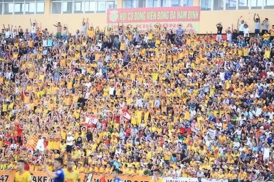 Nam Định đánh mất chiến thắng sau sự cố mất điện ảnh 2