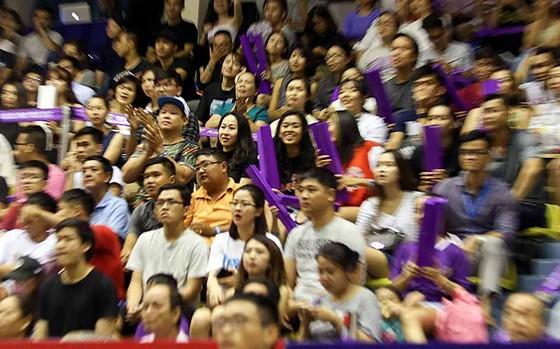 Các người đẹp Nam Em, Diệu Linh hào hứng với giải bóng rổ nhà nghề VBA ảnh 4