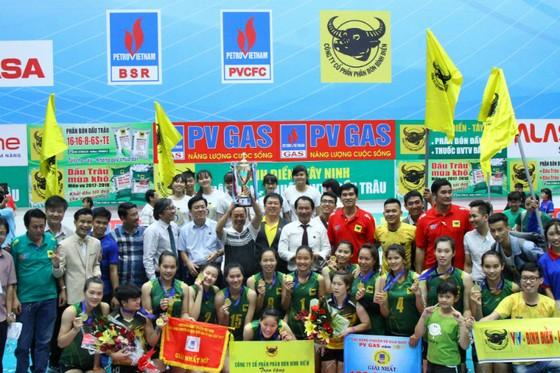Chung kết giải bóng chuyền VĐQG 2017: Đêm đăng quang ngoạn mục ảnh 3