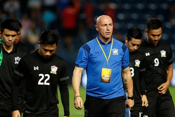 HLV trưởng U23 Thái Lan từ chức sau cú sốc châu lục ảnh 2
