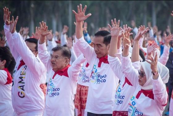 Tổng thống Indonesia và người dân nhảy điệu poco-poco quảng bá Asiad 18 ảnh 1