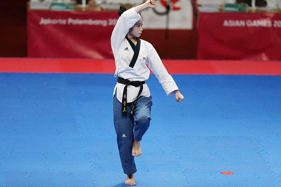 Châu Tuyết Vân và chân dài bóng chuyền ra quânChâu Tuyết Vân thắng trận đầu, chân dài bóng chuyền ra quân ảnh 2