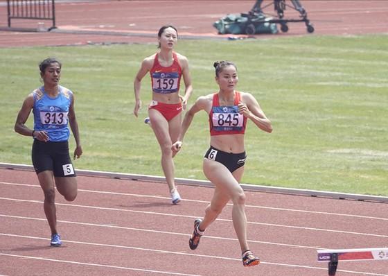 Điền kinh: Vào chung kết 400m rào nữ, Quách Thị Lan xô ngã kỷ lục quốc gia ảnh 1