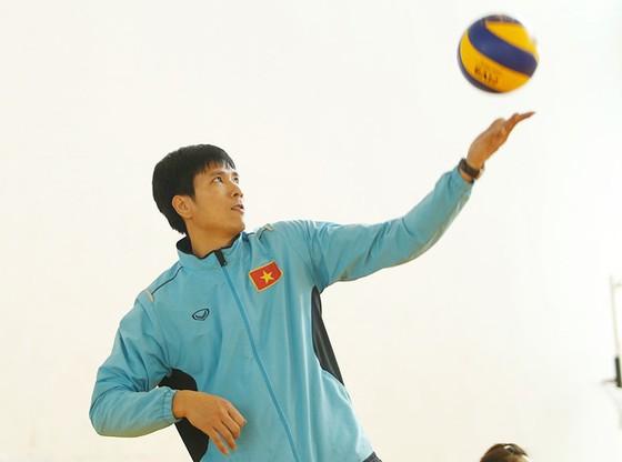 Cựu thủ quân đội tuyển quốc gia Nguyễn Hữu Hà rất nhiệt tình với phong trào bóng chuyền.