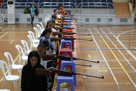 Các xạ thủ tham dự giải các tay súng xuất sắc toàn quốc. Ảnh: Nhật Anh