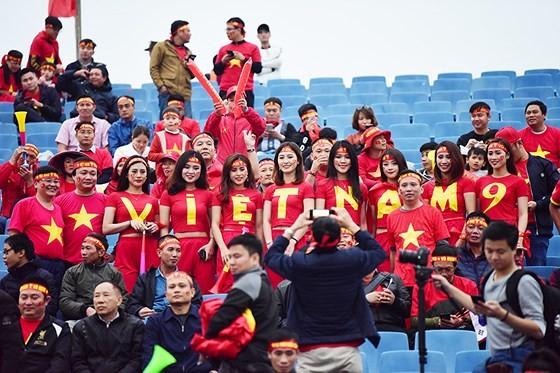 Mỹ Đình tràn ngập sắc đỏ-vàng trước trận chung kết AFF Cup ảnh 2