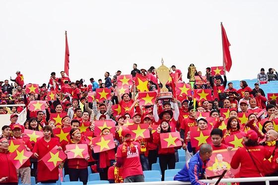 Mỹ Đình tràn ngập sắc đỏ-vàng trước trận chung kết AFF Cup ảnh 1