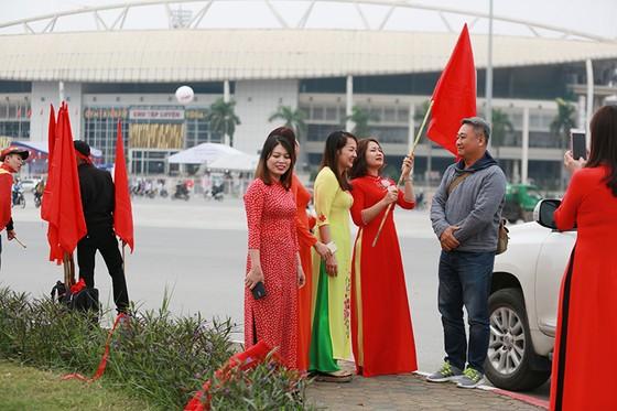 Mỹ Đình tràn ngập sắc đỏ-vàng trước trận chung kết AFF Cup ảnh 10