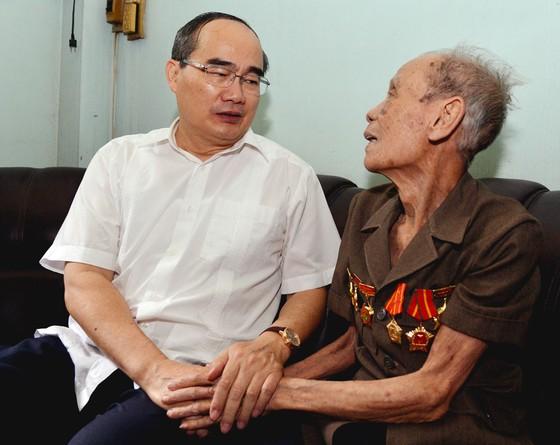 Lãnh đạo TPHCM thăm, chúc thọ người cao tuổi tiêu biểu ảnh 1