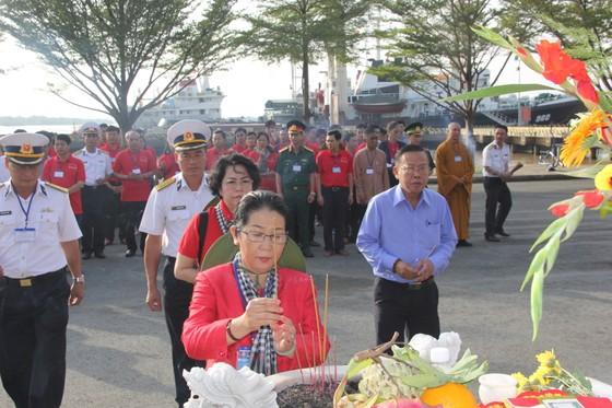 Đoàn đại biểu TPHCM thăm cán bộ, chiến sĩ và nhân dân trên các đảo vùng biển Tây Nam ảnh 1