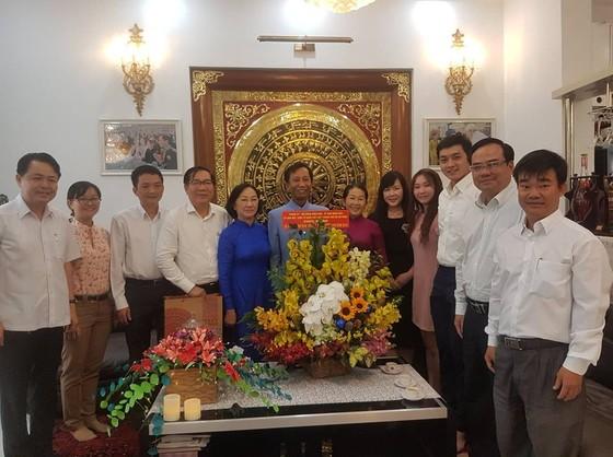 Lãnh đạo TPHCM thăm, chúc mừng Giáng sinh các vị trí thức, chức sắc công giáo ảnh 2