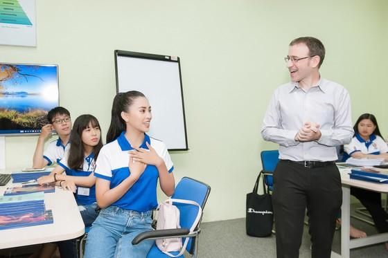 Hoa hậu Tiểu Vy về trường, tham gia buổi học đầu tiên ảnh 5