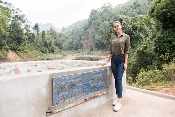 Hoa hậu Tiểu Vy trở lại thăm bà con bản Nịu ảnh 3