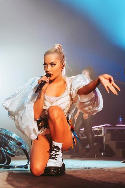 Rita Ora diện thiết kế của Công Trí trên sân khấu tour Pheonix ảnh 3